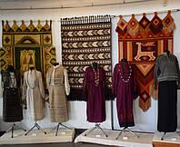 Виставка гобеленів та стародавнього тканого одягу в місті Коломия.