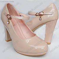 Женски лаковые туфли лодочки на широком каблуке Пудра