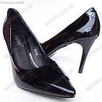 Женскиe лаковые туфли лодочки с острым носком  каблук 8см