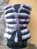 Красивый жилет из меха южноамериканской шиншиллы под пояс, поперечный крой, длина 55см