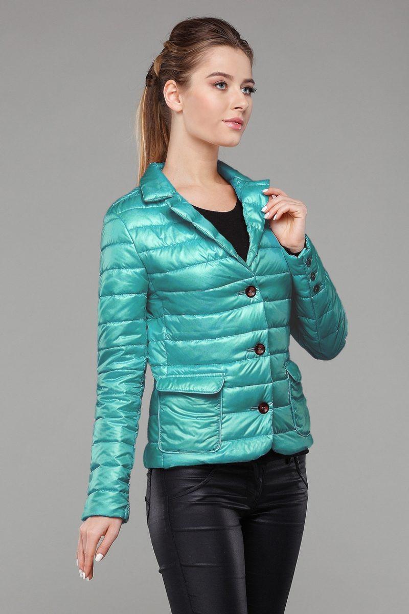 Короткая курточка с отложным воротником