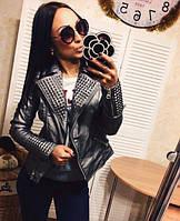Женская крутая кожаная куртка серебристого цвета с шипами