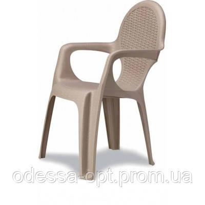 Кресло пластиковое бежевое