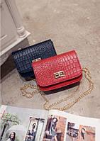 Женская красная сумка с ремешком-цепочкой