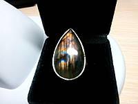 Кольцо с натуральным камнем природный лабрадорит в серебре.