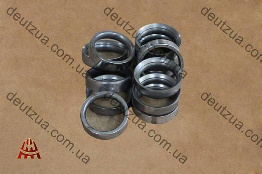 Седло выпускного клапана  Дойц (Deutz) двигателя 912, 913 (02137306)
