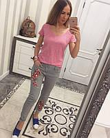 Светло-серые джинсы с вышивкой