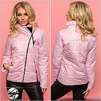 Оригинальная стеганая курточка с воротником-стойкой, декорирована вставкой из экокожи.