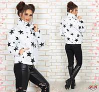 Женская короткая куртка на синтепоне 200 со звездами ЧЁРНАЯ