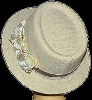 Шляпа Блюз шитье бежевая с бежевыми цветами.