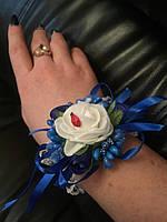 Свадебный цветок для свидетельницы на руку (цвет - синий)