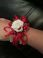 Свадебный цветок для свидетельницы на руку (цвет - красный)