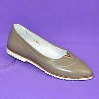 Женские кожаные туфли с заостренным носком, декорированы фурнитурой. Цвет визон.