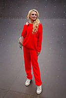 Яркий женский костюм вязаного типа, красного цвета