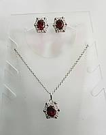 Комплект серьги и подвеска из белого металла с бордовым цирконом
