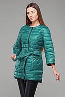 Яркая зеленая женская куртка под пояс, с удлиненной спинкой
