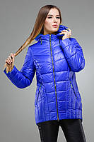 Молодежная весенняя куртка цвета электрик, с капюшоном и удлиненной спинкой