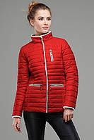 Красная однотонная куртка-демисезонка приталенного силуэта