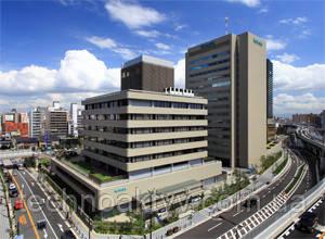 Корпорация Кубота (Kubota Corporation) – известная во всём мире японская компания. Компания гордится своей историей, насчитывающей более 120 лет производства качественной продукции. Кубота все годы своей успешной деятельности держит высокую планку качества, гордится своими ценностями и осознаёт ответственность перед своими потребителями. Все эти годы японская компания выпускает надежную, долговечную, неприхотливую и готовую к тяжелой работе технику.  Kubota является производителем широкой номенклатуры оборудования. Первоначально она специализировалась в выпуске чугунных труб для водопроводов, позже начала разработку двигателей внутреннего сгорания, применявшихся, главным образом, в сельском хозяйстве. В 1953 году руководством компании было принято решение о создании подразделения по выпуску землеройной техники. В 1972 году компания Kubota открыла свое первое зарубежное представительство в Индонезии.
