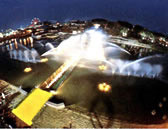 1990 Празднование 100 - го год в бизнесе. Изменено фирменное наименование на Kubota Corporation. Введен новый корпоративный символ и визуальную систему , удостоверяющий личность.  Co представил фонтан и водно-расщепляющий оборудования Алеф в Международном саду и Greenery экспозиции.