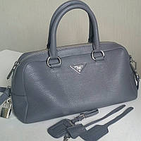 Кожаная серая сумка Прада, 33 см, люкс.