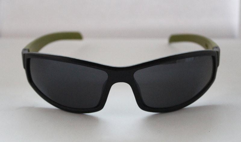 Практичные солнцезащитные мужские очки для спорта
