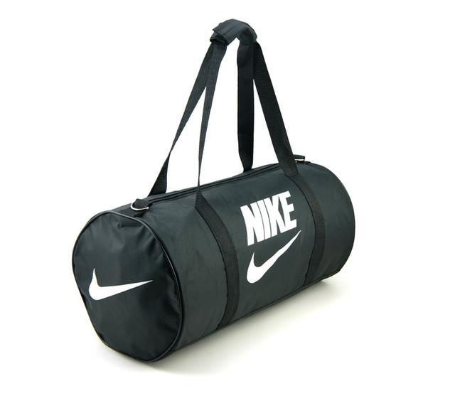 Спортивная сумка Nike | черная | вид сбоку