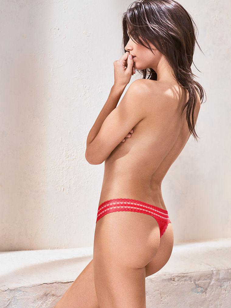 Трусики Victoria's Secret Heart Thong, Bright Cherry 3UT