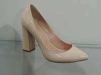 Туфли женские бежевые лаковые натуральные на высоком каблуке