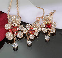 Комплект в великолепном дизайне: Кулон с цепочкой, серьги с кристаллами Swarovski, покрытый золотом (601702)