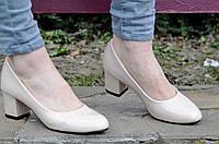 Туфли женские на удобном каблуке лаковые бежевые 2017