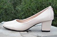Туфли женские на удобном каблуке лаковые бежевые