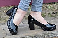 Туфли женские на удобном каблуке лаковые черные (Код: 472)