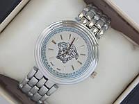 Женские кварцевые наручные часы Versace с логотипом Версачи на металлическом браслете серебряного цвета