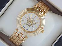 Женские кварцевые наручные часы Versace с логотипом Версачи на металлическом браслете золотого цвета