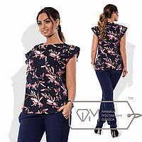 Блузка прямая из принтованного софта с мягко драпированным вырезом и боковыми оборками в виде рукавов-крылышек