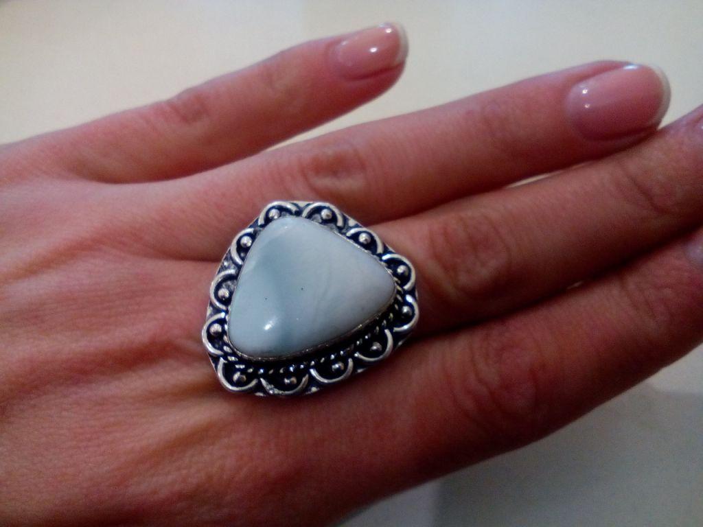 Кольцо с натуральным камнем ларимар (Доминикана) в серебре. Размер 19,5. Индия
