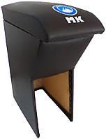 Подлокотник Geely MK черный с вышивкой логотипа