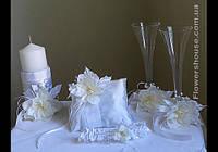 Свадебных аксессуаров - свадебные бокалы, подвязки для невесты, свадебная свеча, подушечка для колец.