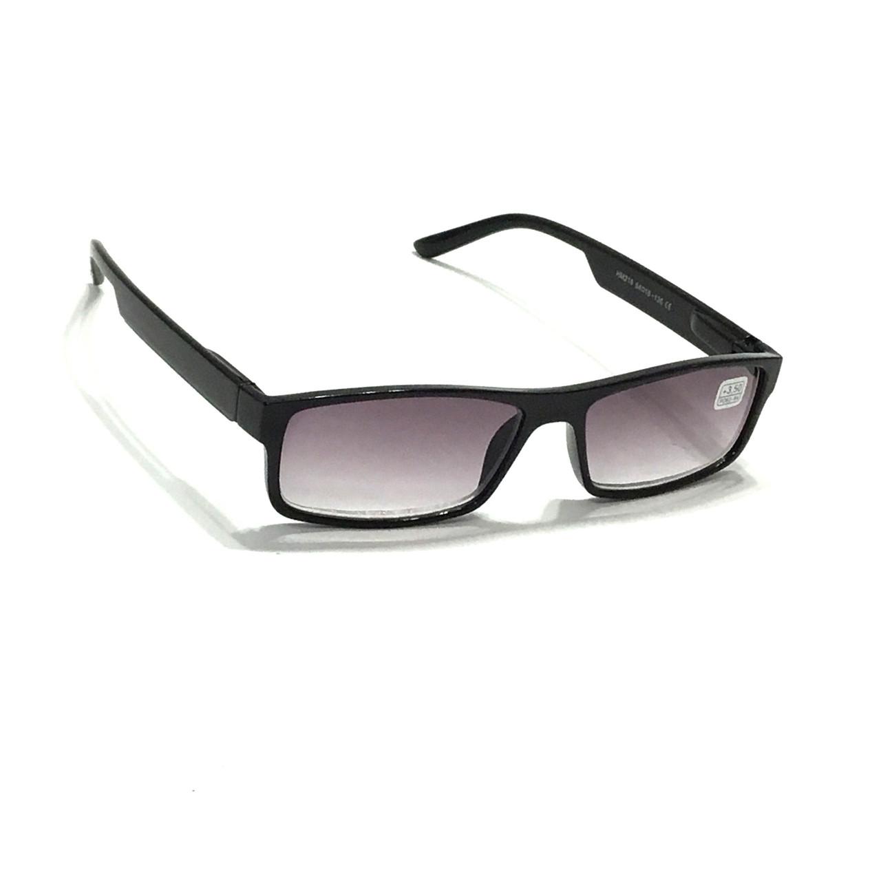 Мужские очки в пластмассовой оправе с тонированной линзой