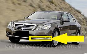 Хромовый молдинг левый накладка на передний бампер Mercedes E-Class E W212 Elegance 2009-2012 Новый Оригинальн