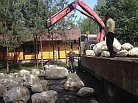 Поставки камней для водоемов, водопадов на обьект