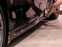 Оклейка внешних порогов автомобиля антигравийной пленкой