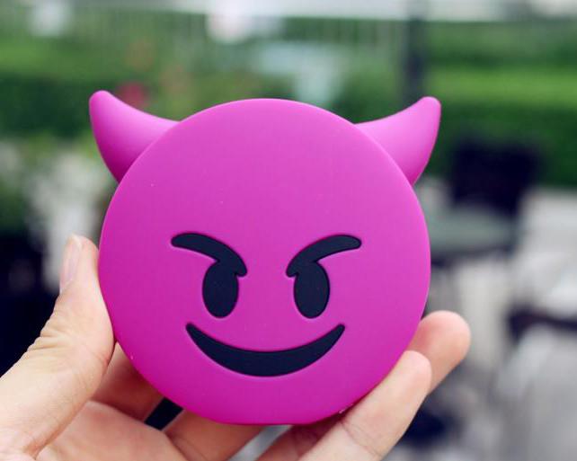 Дополнительный аккумулятор emoji power bank смайл для телефона 8800 мАч