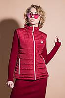 Ультралегкая молодежная женская жилетка красного цвета