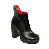 Ботинки кожаные женские на меху на высоком каблуке, декорированы молнией. Черно-красная кожа