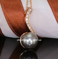 Кулон в стильном исполнении, с кристаллами Swarovski и жемчугом, покрытый золотом (303081)