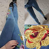 Стильные  джинсы с оригинальной вышивкой