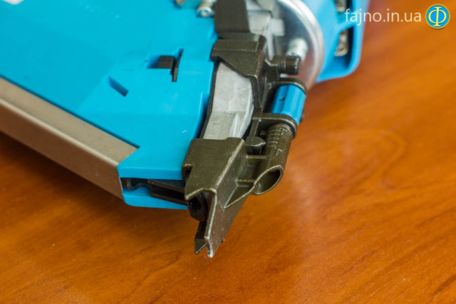 Гвоздезабивной газовый пистолет Toua GFN3490CH по дереву