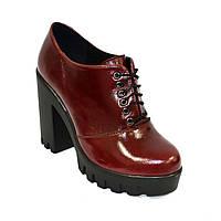 Женски кожаные туфли на тракторной подошве, на шнуровке. Бордовый цвет